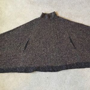 Jackets & Blazers - Boucle poncho. One size fits all.